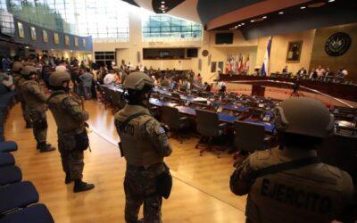 """El Salvador, il presidente contro la Costituzione per combattere le """"Pandillas"""""""