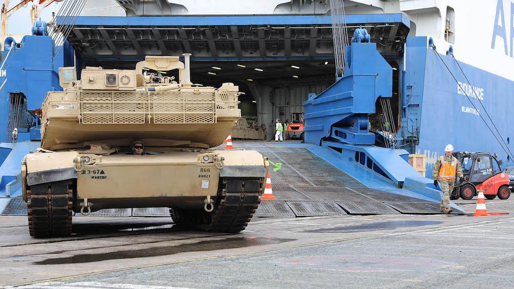 Covid-19 costringe alla resa Usa e Nato